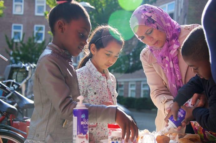 volunteer work for refugees