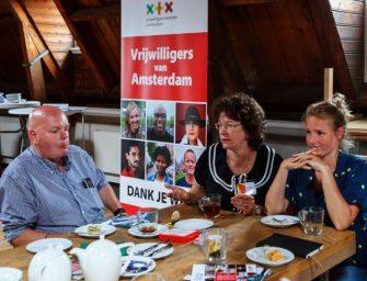 Vrijwilligerswerk zoeken tijdens een high tea